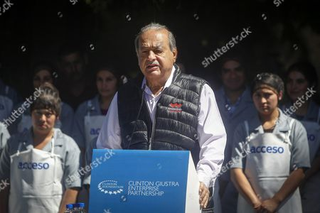 Stock Image of Mexican Tycoon Carlos Slim (c) Speaks During an Event on Supporting Programs For Small Salvadoran Producers and Farmers by the Clinton Giustra Enterprise Partnership (cgep) Initiative in San Salvador El Salvador 09 November 2015 Former Us President Bill Clinton and Canadian Philanthropist Frank Giustra Pledged to Continue Supporting the Close to 300 Producers' Benefiting After Checking with 'Satisfaction and Surprise' the 'Progress' They Have Achieved and the 'Use of Resources' Provided El Salvador San Salvador