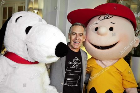 Us Film Director Steve Martino (c) Poses For Photographers Between the Characters Snoopy (l) and Charlie Brown During an Interview to Present His Latest Animation Film 'Snoopy and Charlie Brown: the Peanuts Movie' in Madrid Spain 30 November 2015 the Movie Will Released in the Spanish Theaters on 25 December Spain Madrid