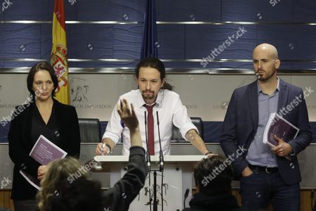 Leader of the Spanish Party Podemos Pablo Iglesias (c) Gives a Press Conference to Present a Government Proposal For the Socialist Party Next to Podemos Mp Carolina Bescansa (r) and Podemos Economic Spokesman Nacho Alvarez (r) at the Lower House in Madrid Spain 15 February 2016 Podemos Presents a New Government Proposal For the Socialist Party in Which Pablo Iglesias Offers to Assume the Deputy Prime Minister Charge For a Coalition Government with the Socialist Party in Which the Fight Against Corruption and the 'Defense of Social Rights' in a 'Institutional Loyalty' Frame Would Be the Main Priorities Spain Madrid