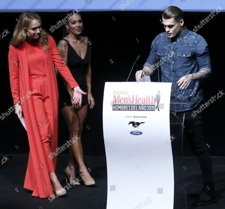 British Model Stephen James (r) Receives the Influencer Men's Health Award From Presenters Lorena Castell (c) and Patricia Conde (l) During the 'Men's Health' Awards Gala in Madrid Spain 28 January 2016 Spain Madrid