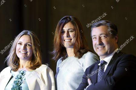 Spanish Soprano Ainhoa Arteta (l) Climber Edurne Pasaban (c) and Chef Joan Roca Attend the Accreditation Ceremony of Spain Brand Honorary Ambassadors at Ciudad Bbva in Madrid Spain 12 November 2015 Spain Madrid