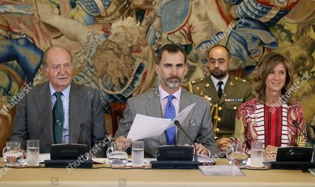Spanish King Felipe (c) and His Father King Juan Carlos (l) Attend the Patronage Meeting of the Cotec Foundation with the Association's President Cristina Garmendia (r) in Madrid Spain 22 June 2015 Spain Madrid