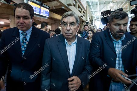 Former Costa Rican President and 1987 Nobel Peace Prize Winner Oscar Arias (c) Arrives at the International Simon Bolivar Airport in Maiquetia Caracas Venezuela 17 February 2016 Nobel Peace Prize Winners Lech Walesa (poland) Oscar Arias (costa Rica) and Daughter of South African Bishop Desmond Tutu Mpho Tutu Arrives in the Latin American Country to Support Political Prisoners Venezuela Caracas