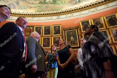 Polish Former President Lech Walesa (3l) and Mpho Tutu (r) Daughter of South African Bishop Desmond Tutu Look at Some Paintings in a Hall of the National Assembly of Venezuela Henry Ramos Allup at the National Assembly of Venezuela in Caracas Venezuela on 18 February 2016 Nobel Peace Prize Winners Lech Walesa (poland) and Oscar Arias (costa Rica) with Mpho Tutu Daughter of South African Bishop Desmond Tutu (south Africa) Visit Venezuela to Support Venezuelan Jailed Opposition Venezuela Caracas