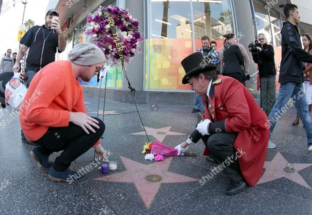 Fans pay tribute to the late US actress Mary Tyler Moore where a bouquet of flowers and candles has been placed next to her star on the  Hollywood Walk of Fame in Hollywood, California, USA, 25 January 2017.  Moore  died at the age of 80 from complications from pneumonia.