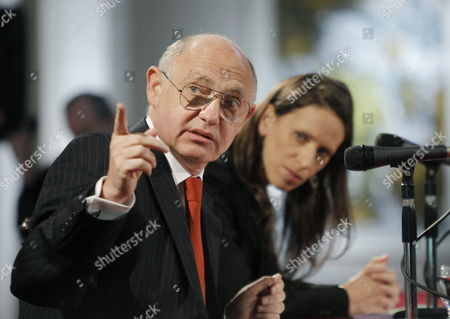 Argentine Foreign Minister Hector Timerman Speaks Next to International Economic Relations Secretary Cecilia Naón (r) During a Press Conference on the Current Situation of Foreign Investment in Argentina in San Martin Palace Headquarters of the Foreign Ministry in Buenos Aires Argentina 06 June 2012 Argentina Buenos Aires
