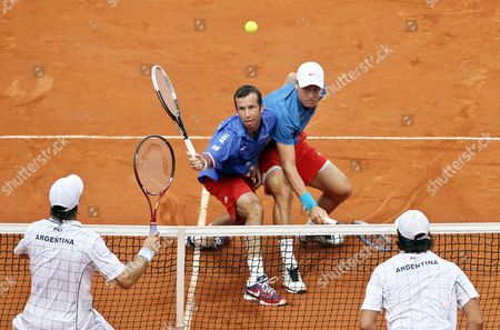 Czech Players Radek Stepanek (c-l) and Tomas Berdych (c-r) in Action Against Argentinean Players Eduardo Schwank (l) and Carlos Berlocq (r) During Their Doubles Match of the Davis Cup Semi Final Between Argentina and the Czech Republic at Parque Roca in Buenos Aires Argentina 15 September 2012 Argentina Buenos Aires