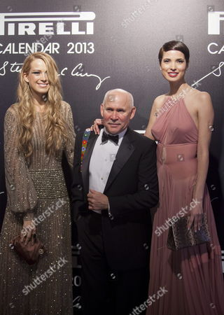 Us Photojournalist Steve Mccurry (c) Poses with Models Petra Nemcova (l) and Hanaa Ben Abdesslem (r) on the Red Carpet of the Gala Dinner to Present the Pirelli Calendar 2013 in Rio De Janeiro Brazil 27 November 2012 the Calendar was Made by Mccurry Brazil Rio De Janeiro