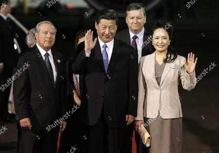 Chinese President Xi Jinping (c) and His Wife Peng Liyuan (r) Wave After Arriving to Juan Santamaria Airport Next to Costa Rican Chancellor Enrique Castillo (l) in San Jose Costa Rica 02 June 2013 Jinping is on an Official Visits where He Will Hold a Meeting with Costa Rica's President Laura Chinchilla Costa Rica San Jose