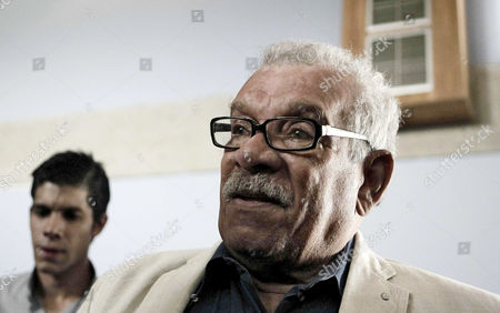 Stock Image of Nobel Prize in Literature in 1992 Laureate Derek Walcott (r) Attends a Press Conference in San Jose Costa Rica 22 August 2012 the Writer is the Guest of Honor of the International Book Fair of Costa Rica Which Will Start on 24 August Reports State Costa Rica San Jose