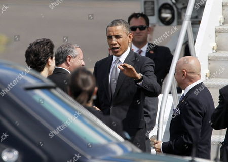 Us President Barack Obama (c) Talks with Costa Rican Chancellor Enrique Castillo (2-l) Upon His Arrival to the International Airport Juan Santamaria in the Province of Alajuela Costa Rica 03 May 2013 Obama Arrived to the Country As Part of His 22 Hours Official Visit in Which He Will Meet with the Leaders of the Integration Central American System (sica) Costa Rica San Jose