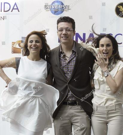 Mexican Actresses Alejandra Ambrosi (l) and Ana Serradilla (r) and Filmmaker Jose Bojorquez Pose For the Press During the Presentation of the Film 'Hidden Moon' ('luna Escondida') in Mexico City Mexico 14 November 2012 Mexico Mexico City