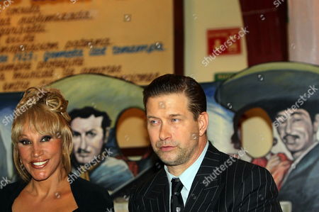 Us Actor Stephen Baldwin (r) Next to Mexican Singer Eugenia Leon As They Participate in an Award Ceremony to Pay Hommage to Baldwin For His Charity Work in Support of Mexican Children at the Plaza Garibaldi in Mexico City Mexico 20 February 2013 Mexico Mexico City