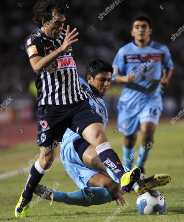 Monterrey's Cesar Delgado (l) Fights For the Ball Against Atlante's Luis Venegas (r) During a Mexican Soccer League Match in Monterrey Mexico 05 November 2011 Mexico México