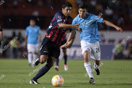 Luis Venegas (l) of Atlante Vies For the Ball with Luis Mendoza (r) of San Luis During a Soccer Match at Clausura Tournament in Cancun Mexico 07 April 2013 Mexico Cancun