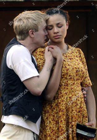 Actors From the British Shakespeare's Globe Theatre Company Michael Benz (l) and Carlyss Peer (r) Take Part in a Rehearsal of 'Hamlet' in Mexico City Mexico 24 October 2012 the Company Will Perform the Shakespeare Play For Free From 24 to 28 October at the Central Square in Mexico City Mexico Mexico City