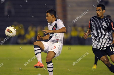 Eder (l) of Vasco De Gama Vies For the Ball Against Manuel Corrales of Alianza Lima During a Soccer Match For the Libertadores Cup in Lima Peru 03 April 2012 Peru Lima