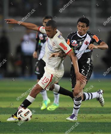 Universitario of Peru Jesus Rabanal (l) Vies For the Ball with Eder (r) of Vasco Da Gama During the Sudamericana Cup in Lima Peru on 02 November 2011 Peru Lima