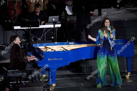 U S Pianist Arthur Hanlon (l) and Italian Singer Laura Pausini Perform During Hanlon's Concert and Tv Special 'Encantos Del Caribe (caribbean Delights) where He Shared the Stage with Other Artists at San Cristobal Fort in the Old San Juan Puerto Rico on 03 November 2011 Puerto Rico San Juan