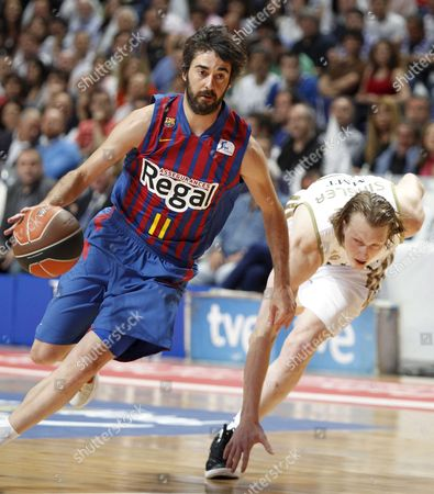 Real Madrid's Us Winger Kyle Singler (r) Fails to Block Juan Carlos Navarro (l) of Fc Barcelona Regal During Their Acb Basketball League Third Play-off Game Played at Sports Palace of Madrid Spain on 11 June 2012 Spain Madrid
