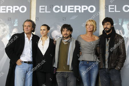 Spanish Film Director Oriol Paulo (c) Poses with Spanish Actors and Cast Members (l-r) Jose Coronado Aura Garrido Belen Rueda and Hugo Silva During a Photocall For the Presentation of the Movie 'El Cuerpo' (the Body) in Madrid Spain 03 December 2012 the Movie Will Premiere on 21 December 2012 in Spain Spain Madrid