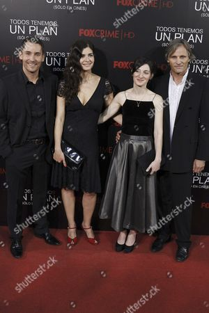 Director Ana Piterbarg (2-r) Poses with Actors Viggo Mortensen (r) Soledad Villamil (2-l) and Javier Godino (l) As They Arrive For the Premiere of Their Movie 'Todos Tenemos Un Plan (everybody Has a Plan) at the Capitol Cinema in Madrid Spain 05 September 2012 the Movie Will Open in Spanish Theatres on 07 September Spain Madrid