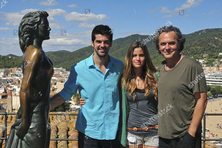 Cast Members (l-r) Spanish Actor Miguel Angel Munoz Us Actress Marielle Jaffe and Spanish Actor Jose Coronado Pose For Photographs Close to Ava Gardner's Statue in Tossa De Mar North-eastern Spain 24 September 2012 They Are Currently Filming in Tossa De Mar Some of the Scenes of the Movie 'What About Love' Spain Tossa De Mar
