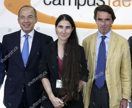 Cuban Dissident Blogger Yoani Sanchez (c) Creator and Writer of Generation Y Blog Poses Between Spain's Former Prime Minister and President of the Foundation For Social Sudies and Analysis (faes) Jose Maria Aznar (r) and Mexico's Former President Felipe Calderon During the Summer Campus of Faes in Guadarrama Near Madrid Spain 03 July 2013 where Yoani Sanchez Delivered Her Speech 'The Challenge of Freedom' Spain Guadarrama