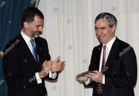 Spanish Prince Felipe Aplauds to Canadian Writer Michael Ignatieff (r) After Receiving 'Francisco Cerecedo' Journalism Award During the Event at Ritz Hotel in Madrid Spain 20 November 2012 Spain Madrid