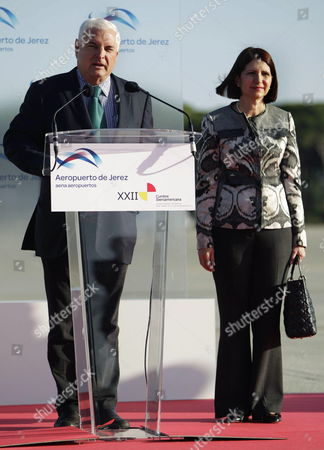 Panamanian President Ricardo Martinelli Delivers a Speech in Presence of His Wife Marta Linares (r) Upon Their Arrival to Jerez De La Frontera's Airport Ahead the 22th Xxii Latin American Summit in the Province of Cadiz Southern Spain 16 November 2012 Cadiz Hosts the Ibero-american Heads of State and Government Summit From 16 to 17 November 2012 Spain Cádiz