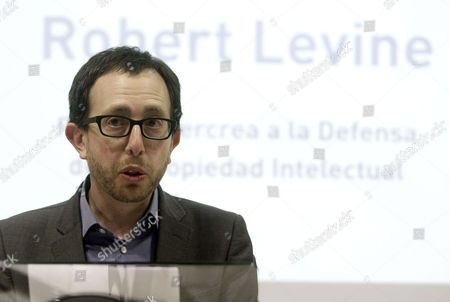 Us Journalist and Writer Robert Levine Speaks During the Presentation of His Book 'Free Ride: How Digital Parasites Are Destroying the Culture Business and How the Culture Business Can Fight Back' About Culture Piracy and Author's Rights Protection at Madrid's Press Asociation in Madrid Spain 28 February 2013 Levine Also Received the Ibercrea Award For His Defense on the Author's Rights During the Ceremony Spain Madrid