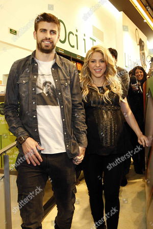 Colombian Singer Shakira (r) and Her Boyfriend Fc Barcelona's Player Gerard Pique (l) Arrives to the Presentation of the Book 'Al Viento Y Al Azar (at Wind and at Random)' of Her Father William Mebarak Chadid in Barcelona Northeastern Spain 14 January 2013 Spain Barcelona