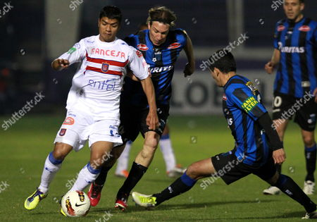 Universitario De Sucre´s Gabriel Rios (l) Fights For the Ball with Liverpool´s Carlos Macchi (c) and Mauricio Felipe (r) During Their Sudamericana Cup Soccer Match at Luis Franzini Stadium in Montevideo Uruguay 25 July 2012 Uruguay Montevideo