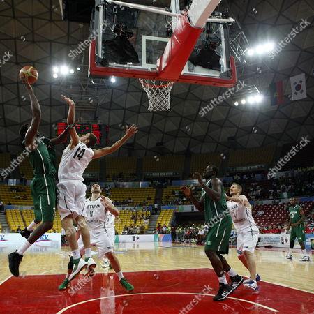 Al-farouq Aminu (l) of Nigeria Seeks For the Basket Over Jonas Valanciunas (2-l) of Lituania During the Pre Olympic Basketball Tournament in Caracas Venezulela 04 July 2012 Venezuela Caracas