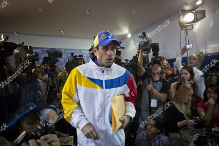Venezuelan Opposition Leader Henrique Capriles Radonski Meets with International Media at His Simon Bolivar Command Facility in Caracas Venezuela 16 April 2013 Capriles Accuses President-elect Nicolas Maduro of Leading the Country on a Violent Path As He Does not Address the Need of Recounting the Votes of the 14 April Presidential Elections Venezuela Caracas