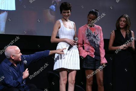 Us Photographer Steve Mccurry Talks to (l-r) Turkish Model Hanaa Ben Abdesslem Ethiopian Model Liya Kebede and Egyptian Model Elisa Sednaoui During the Official Presentation of the 2013 Pirelli Calendar at Copacabana Hotel in Rio De Janeiro Brazil 27 November 2012 This Year the Calendar Unusually Features Clothed Models and Even Shots Highlighting the Culture of the Country Brazil Rio De Janeiro