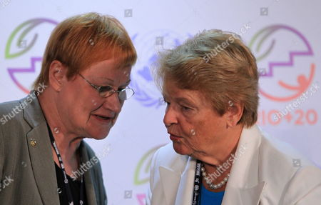 Norwegian Former Prime Minister Gro Harlem Bruntland (r) Talks to Finish Former President Tarja Halonen (l) During a Press Conference in the Frame of the Un Conference Rio+20 in Rio De Janeiro Brazil 18 June 2012 Brazil Rio De Janeiro