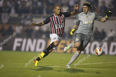 Luis Fabiano (l) From Sao Paulo Vies For the Ball with Goalkeeper Cassio (r) From Corinthians During Their Match of the Recopa Sudamericana Held at the Stadium Pacaembu in the City of Sao Paulo Brazil 17 July 2013 Brazil Sao Paulo
