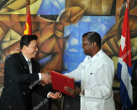 Cuba's Sports and Recreation National Institute President Cristian Jimenez (r) Shakes Hands with China's Sports General Management Under Minister Yang Suan (l) After Signing an Agreement in Havana Cuba 22 April 2013 Cuba Havana