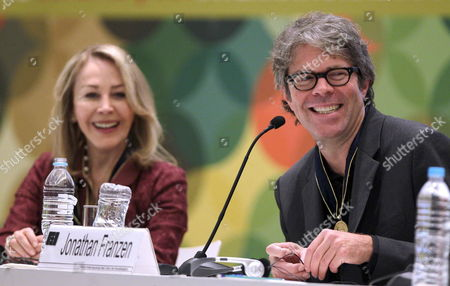 Us Writer Jonathan Franzen Speaks After Receiving the Medal 'Carlos Fuentes' From Silvia Lemus (l) Fuentes' Widow During the Opening of Literary Room at the Xxvi Guadalajara International Book Fair in Guadalajara Mexico 25 November 2012 Mexico Guadalajara