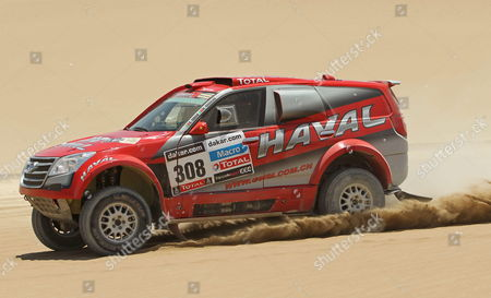 Portuguese Carlos Souza Drives His Car During the Rally Dakar 2013 2nd Stage in Pisco Peru 06 January 2013 Epa/ Paolo Aguilar Peru Pisco