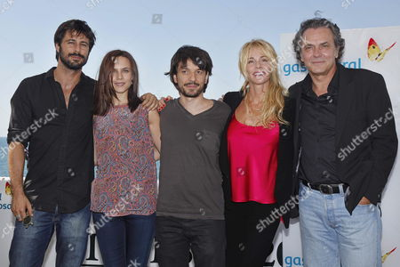 Spanish Director Oriol Paulo (c) Poses with Spanish Actors Hugo Silva (l) Aura Garrido (2-l) Belen Rueda (2-r) and Jose Coronado (r) For the Presentation of the Movie ' El Cuerpo' (the Body) During the 45th Sitges International Fantastic Film Festival Spain 04 October 2012 the Festival Runs From 04 to 14 Ocotber 2012 Spain Sitges