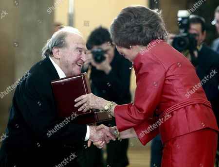 Spanish Queen Sofia (r) Gives the Menuhin Award to German-born American Pianist Menahem Pressler During a Ceremony at the Palacio Real De El Pardo in Madrid Central Spain 12 June 2012 Menahem Pressler Has Been Awarded the 2012 Yehudi Menuhin Prize For the Integration of the Arts and Education Spain Madrid