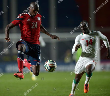 Colombia's Victor Ibarbo (l) in Actionagainst Saliou Ciss (r) of Senegal During the International Friendly Soccer Match Between Colombia and Senegal at the San Lorenzo Club Nuevo Gasometro Stadium in Buenos Aires Argentina 31 May 2014 Argentina Buenos Aires