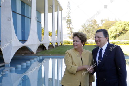 Brazilian President Dilma Rousseff (l) Welcomes European Comission (ec) President Jose Manuel Durao Barroso During an Official Event Held at Alvorada Palace in Brasilia Brazil 18 July 2014 Durao Barroso Meets the Brazilian Leader to Evaluate the Situation of a Mercosur Commercial Agreement with the European Union (eu) Brazil Brasilia