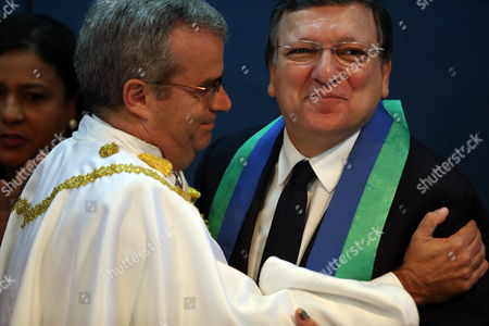 European Comission (ec) President Jose Manuel Durao Barroso (r) Receives the Honoris Causa For His 'Notable Effort' in Favor of the Brazil-european Community Relations by the Brasilia University Principal Ivan Camargo in Brasilia Brazil 18 July 2014 Durao Barroso is in Brazil to Evaluate the Situation of a Mercosur Commercial Agreement with the European Union (eu) Brazil Brasilia