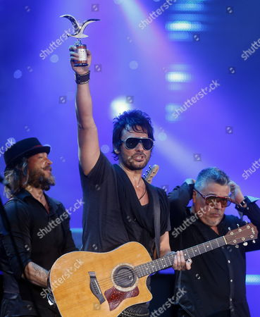 Chilean Singer Beto Cuevas Raises the 'Silver Seagull' Award Next to His Band 'La Ley' After His Concert on the Fourth Day of the International Festival of Vina Del Mar 120 Km From Santiago De Chile Chile 26 February 2014 the Festival is Held Between 23 and 28 Feburary Chile Vina Del Mar