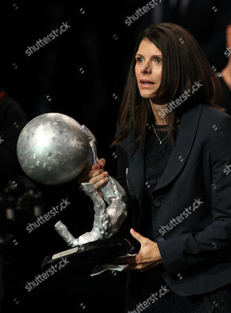 Us Retired Soccer Star Mia Hamm Holds Her Award During a Ceremony at the Mexican Soccer Hall of Fame in Pachuca Hidalgo Mexico 12 November 2013 Hamm was Selected Along with Other Figures in the World of Soccer Mexico Pachuca