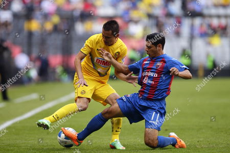 America Soccer Team Player Nicolas Aguilar (l) Fights For the Ball with Atlante's Manuel Alejandro Vela (r) During Their Clausura Tournament Soccer Match at the Azteca Stadium in Mexico City Mexico 01 February 2014 Mexico Mexico City
