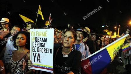 A Woman Holds a Poster Reading 'I Signed the #obama Repeal the Decree' During the Performance of Cuban Singer Songwriter Silvio Rodriguez in Panama City Panama 09 April 2015 the Event Organized by the Social and Popular Movements was Held on the Sidelines of the Summit of the Americas (soa) Which Will Run From 10 to 11 April in Panama City According to Venezuela Over 10 Million Signatures Have Been Collected to Reject an Executive Decree Issued by the Us Government Against Venezuela and Will Be Delivered in a Report to Us President Barack Obama at the Upcoming Summit in Panama Panama Panama City